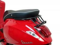 Portapacchi posteriore -MOTO NOSTRA, con maniglia passeggero- Vespa Primavera 50 (ZAPC53100, ZAPC53200), Vespa Primavera 125 (ZAPM81100), Vespa Primavera 150 (ZAPM81200), Vespa Sprint 50 (ZAPC53101, ZAPC53201), Vespa Sprint 125 (RP8M82111, ZAPM81300,