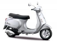 Modell -MAISTO 1:18- Vespa LX (2005) - silber